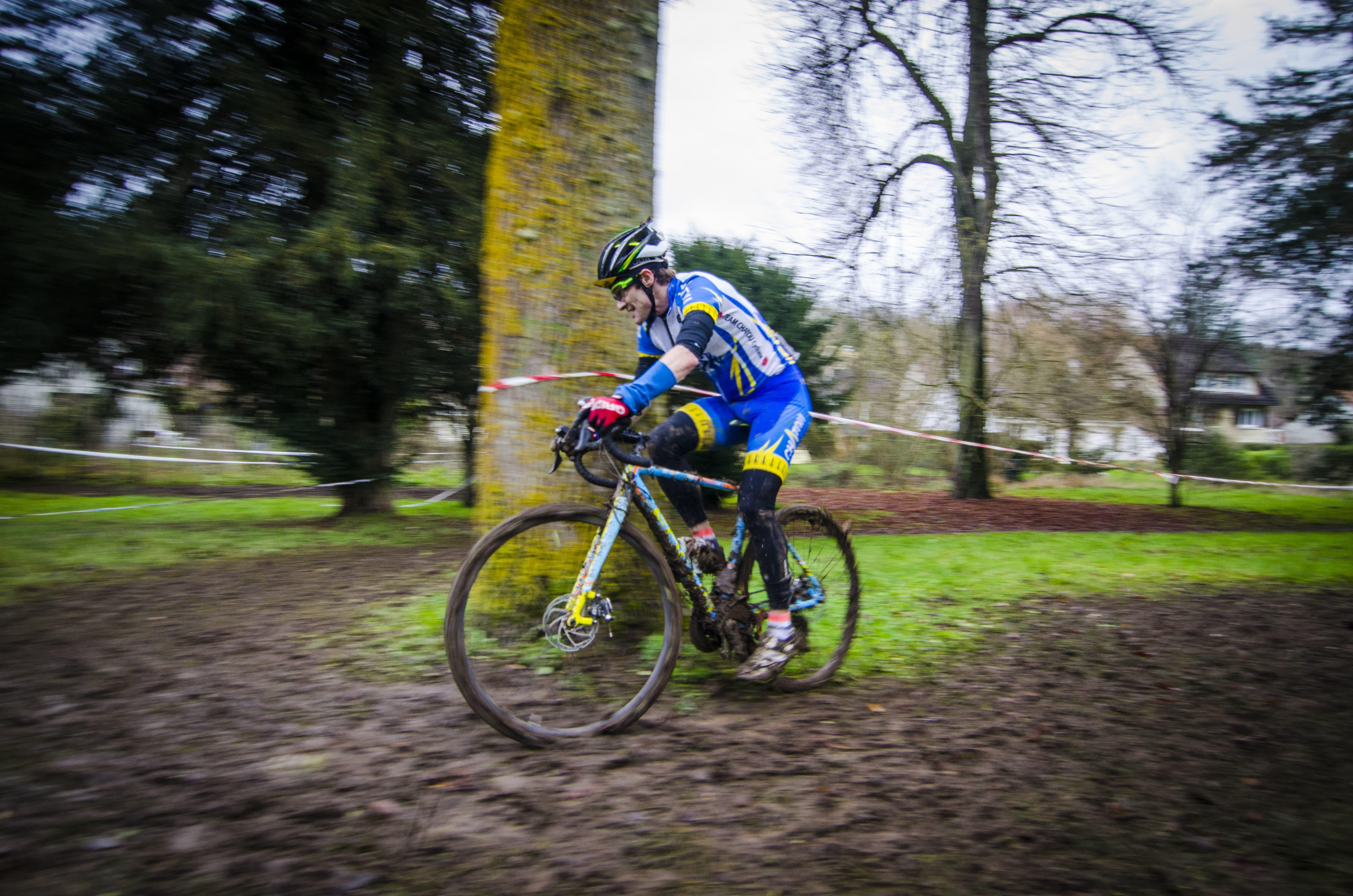 CX - Septeuil 2017 - Nicolas a coté de l'arbre